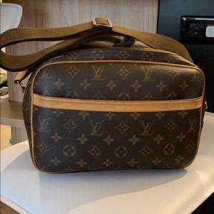 Medium luggage piece 100% Authentic